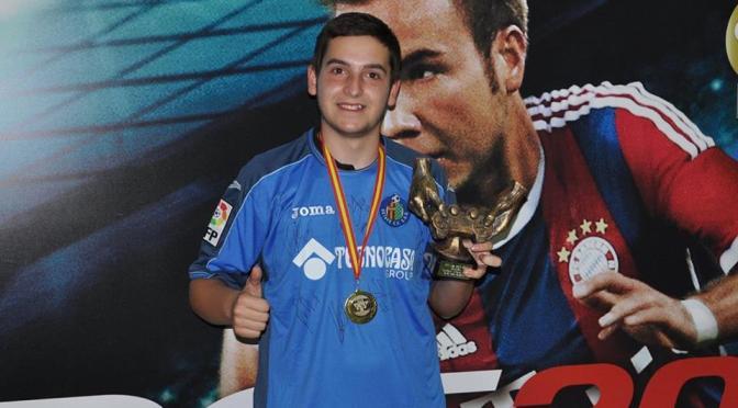Joven Zubiense Alejandro Alguacil Segura, Campeón de España de PES 2015.